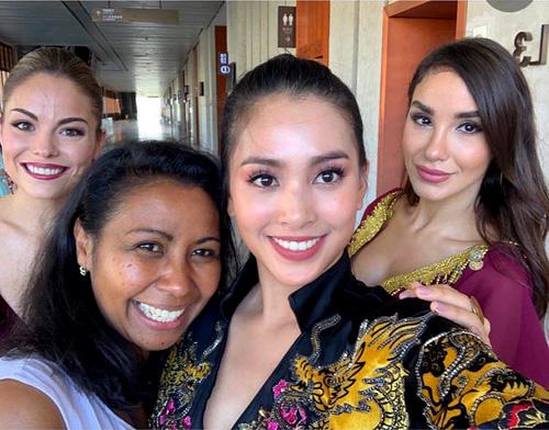 Tiểu Vy và các thí sinh Miss World sau khi hoàn thành phần thi chiều 13/11.