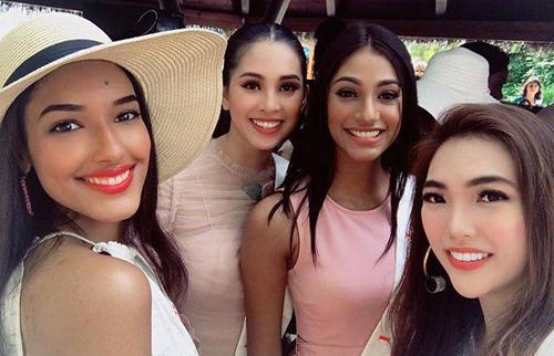 Hoa hậu Tiểu Vy bên Hoa hậu Ấn Độ (thứ ba từ trái qua) cùng các thí sinh.