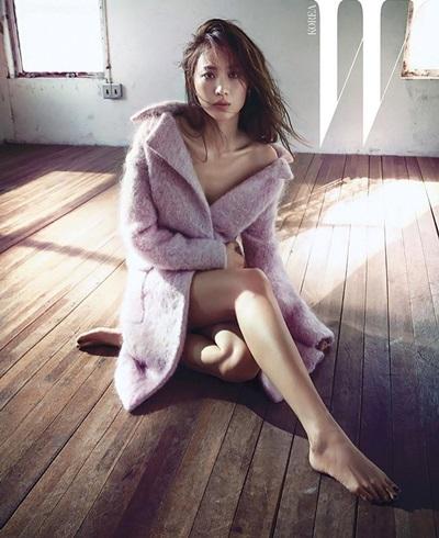 Năm 2015, trong cuộc tuyển chọn hoành tráng của Marvel Studios tại Hàn Quốc, Claudia Kim là người đẹp giành chiến thắng và được góp mặt ở bom tấn của Vũ trụ điện ảnh Marvel Avengers: Age of Ultron. Cô được chọn mặt gửi vàng cho một bom tấn Hollywood khác là The Dark Tower (2017),
