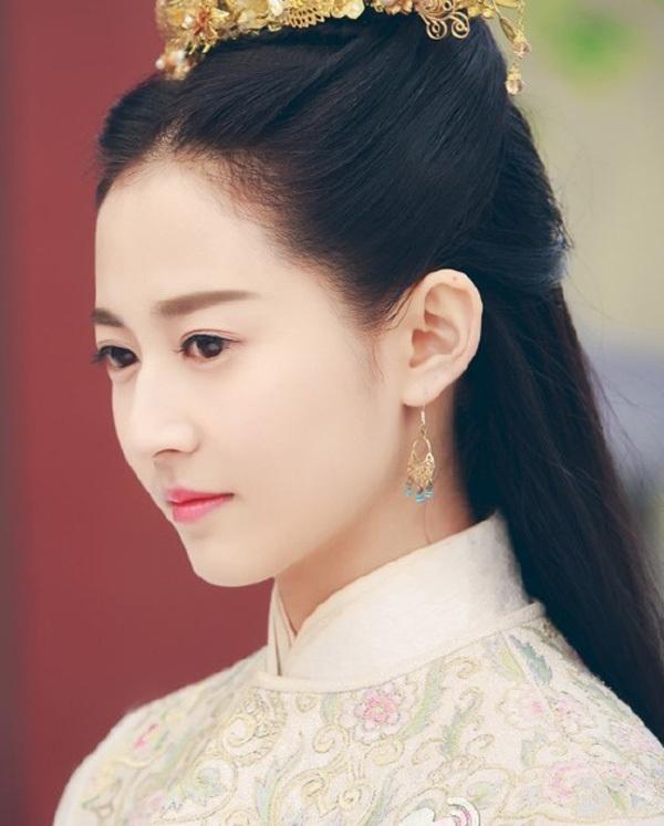 Cô gái 21 tuổi đóng Triệu Mẫn của 'Ỷ Thiên Đồ Long Ký' 2018