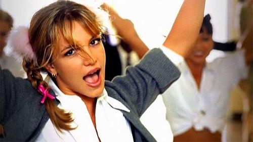 Hình ảnh tươi trẻ, năng động của Britney Spears trong Baby One More Time.