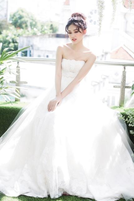 Á hậu Thanh Tú trong bộ ảnh cưới do cô làm mẫu.