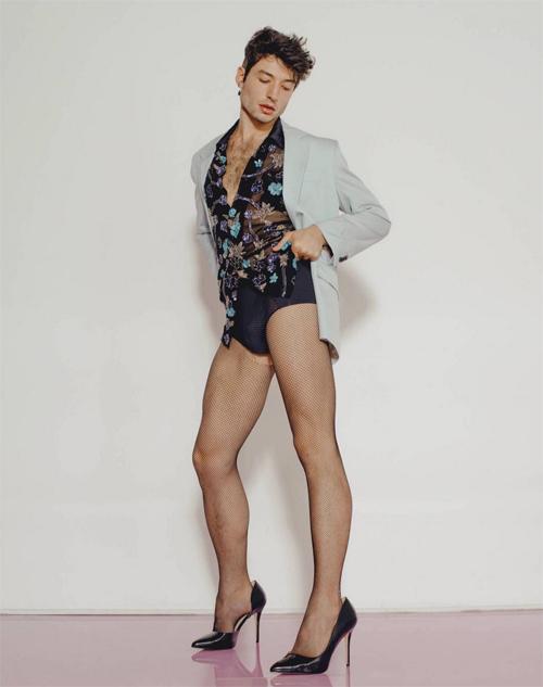 Ezra Miller gây sốc khi mặc đồ lót, xuyên thấu trên Playboy