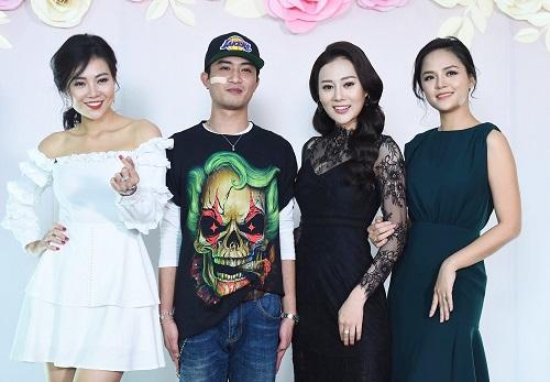 Từ trái sang: Thanh Hương, Doãn Quốc Đam, Phương Oanh và Thu Quỳnh.
