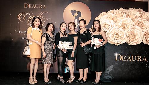 Đại tiệc Candle Light Party - Tỏa sáng cùng DeAura vừa diễn ra tại khách sạn Pullman Hà Nội, vào ngày 17/11 với sự tham dự của hơn 200 khách hàng thân thiết đồng hành cùng thương hiệu trong thời gian qua.