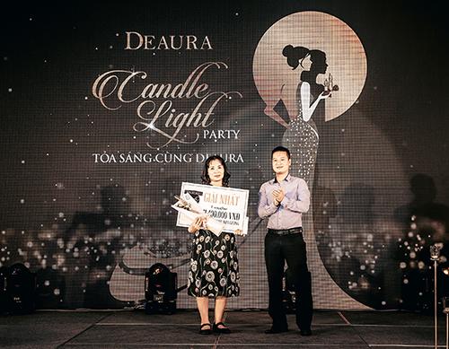 Điểm không thể thiếu tại sự kiện tri ân của DeAura là phần tìm kiếm những khách hàng may mắn của bữa tiệc. Phần bốc thăm may mắn đã tìm ra chủ nhân của những phần quà ý nghĩa và giá trị với tổng giải thưởng lên đến gần 130 triệu đồng.