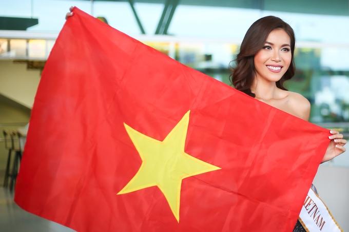 Minh Tú mang sáu vali sang Ba Lan thi hoa hậu