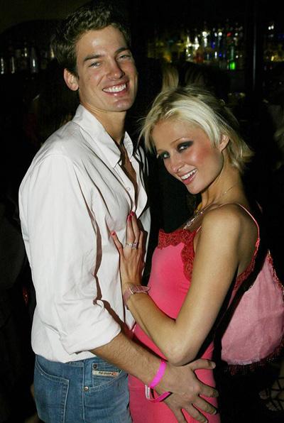 Năm 2002, Paris Hilton tiến tới tình cảm với người mẫu Jason Shaw, lớn hơn cô 8 tuổi. Một năm sau, Jason cầu hôn tiểu thư nhà Hilton. Gia đình hai bên đều rất hài lòng về chuyện đám cưới. Tuy nhiên, họ chia tay không lâu sau đó. Theo nguồn tin của E! News, Paris luôn yêu Jason nhưng cả hai không hợp nhau, cô luôn có cảm giác mình trẻ con và không sẵn sàng gắn kết cuộc đời.