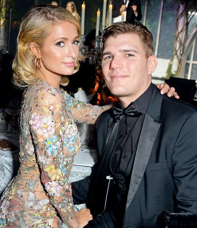 Paris Hilton đã chia tay Chris Zylka vài tuần.