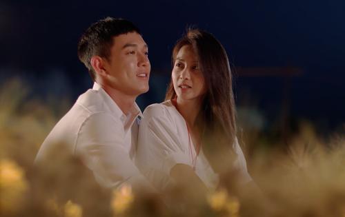 Song Luân (trái) và Khả Ngân trong tập cuốiHậu duệ mặt trời bản Việt.