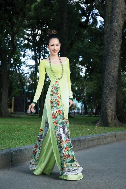 Bạn ưu tiên chọn vải có màu sắc phá cách, lạ mắt và hoa văn cầu kỳ để tạo nên sự cuốn hút.