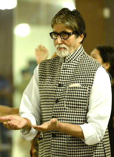 Siêu sao Bollywood Amitabh Banchan. Ảnh: http://srbachchan.tumblr.com/