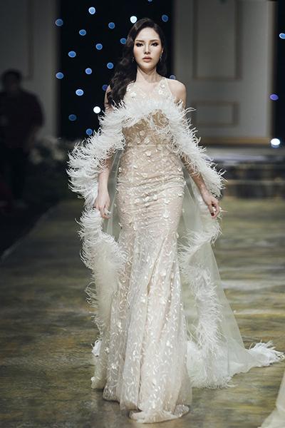Hoa hậu Kỳ Duyên catwalk.