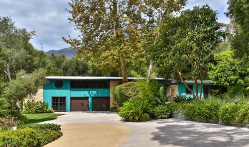 Biệt thự được xây dựng từ năm 1958 và sử dụng những màu sắc sống động như xanh, vàng& để tạo cảm giác tươi vui.