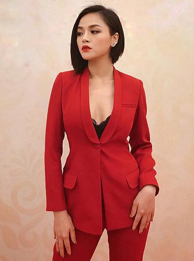 Thu Quỳnh gần đây gây chú ý với vai My Sói trong phim truyền hình đề tài mại dâm Quỳnh Búp Bê. Để vào vai gái làng chơi, cô thay đổi hình tượng. Diễn viên cắt tóc ngắn tỉa lệch. Cô cũng nhờ bạn bè tư vấn để trở nên sexy hơn.