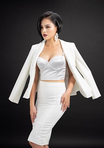 Thu Quỳnh từng vào top 10 Hoa hậu Việt Nam 2008. Bà mẹ một con giữ dáng bằng cách tập yoga, bơi lội.
