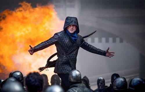 Tạo hình Robin Hood bị cho là quá hiện đại so với bối cảnh phim.