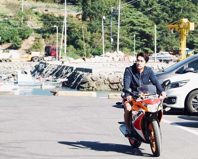 Phong độ tuổi 42 của tài tử Song Seung Hun