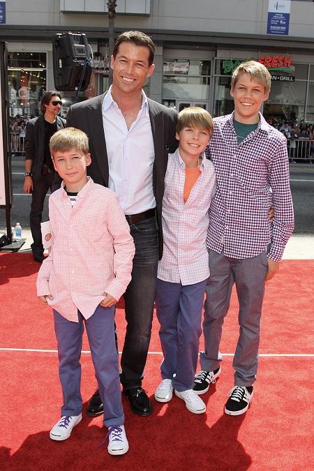 Zen Gesner và các con trai ở lễ ra mắt phim The Three Stooges (2012).
