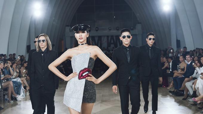 Ba người đẹp khuấy động show Chung Thanh Phong