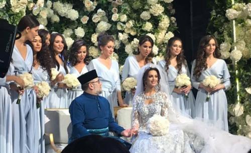 Oksana Voevodina và Quốc vương Muhammad V trong đám cưới.