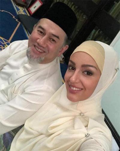 Cô cải sang đạo Hồi từ tháng 4.