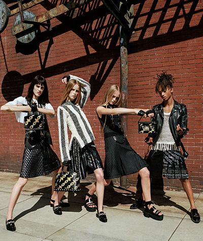 Trong chiến dịch quảng bá Xuân Hè 2016 của Louis Vuitton, Jaden (phải) được giám đốc sáng tạoNicolas Ghesquière lựa chọn thể hiện một bộ váy. Hình ảnh của anh đại diện cho những người dám thử nghiệm và tạo ra những giới hạn mới. Nhưng nhiều người cho rằng đó là một hành động nổi loạn gâysốc.