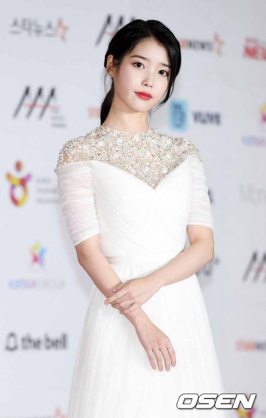 'Tình đầu quốc dân' Suzy dự thảm đỏ cùng Yoona, IU