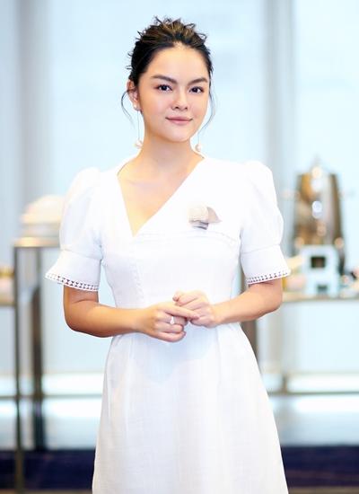 Phạm Quỳnh Anh ở sự kiện ra mắt MV mới.