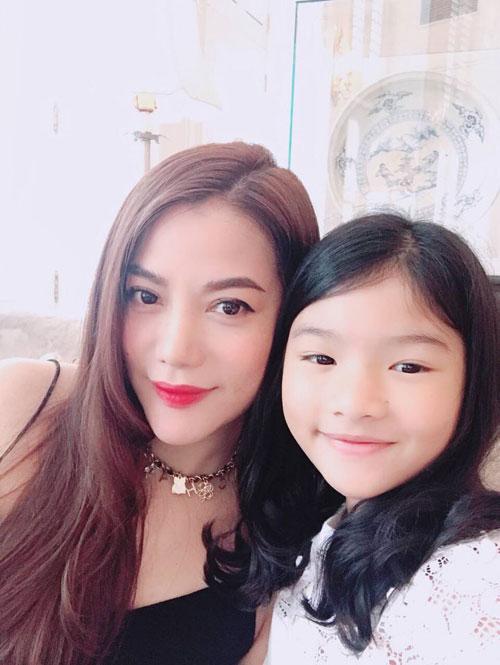 Trương Ngọc Ánh và con gái - bé Bảo Tiên - năm nay được 10 tuổi.