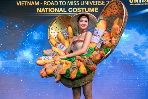 Váy Bánh mỳ đang gây chú ý trên truyền thông, mạng xã hội quốc tế.
