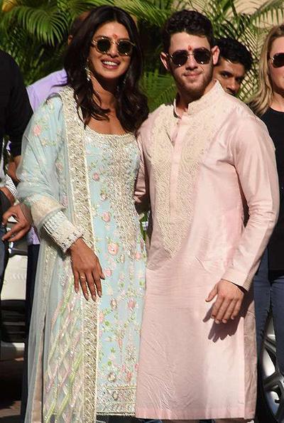 Nick và Priyanka tham gia nghi thức Puja ngày 28/11. Ảnh: Mega.