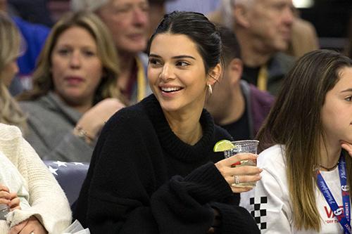 Kendall Jenner trên khán đài.