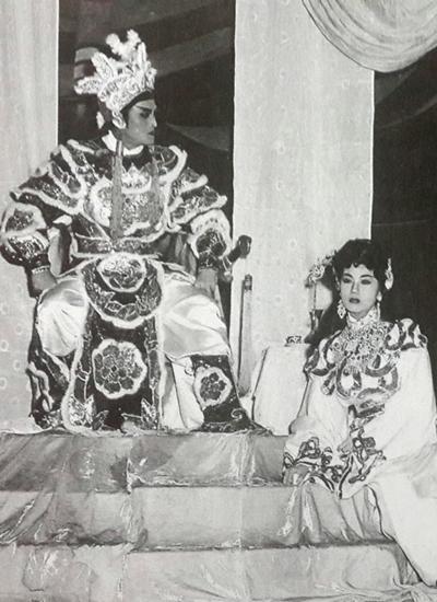 Cố nghệ sĩ Hữu Phước cũng diễn chung với Thanh Nga qua nhiều vởthu âm nhiều bản tân cổ khi ông về đoàn Thanh Minh Thanh Nga. Sau này, khi Thanh Nga qua đời, ông tiếc thương bà qua bản tân cổ Khóc Thanh Nga tự sáng tác.