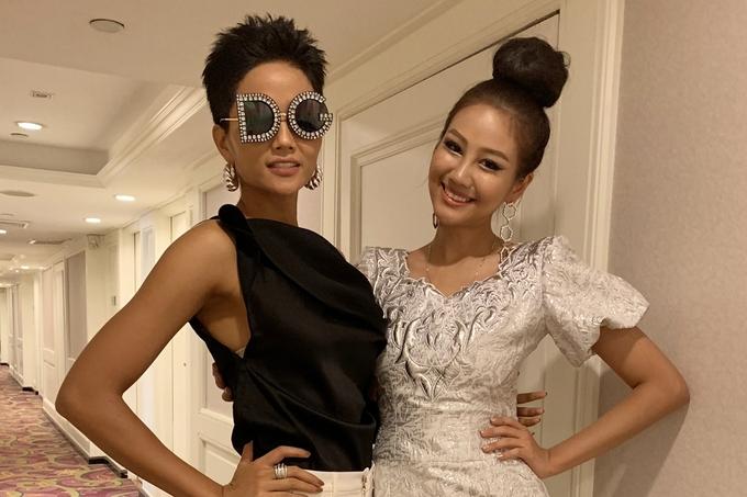 H'Hen Niê vuốt tóc dựng, diện quần ống loe ở Miss Universe
