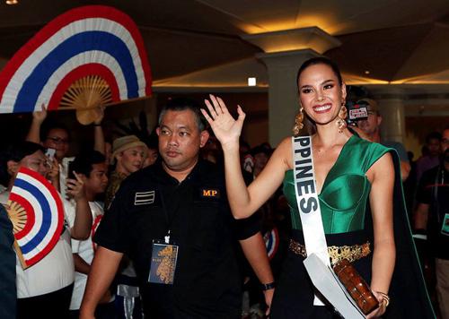 Đại diện Philippines, Catriona Gray, là cái tên thu hút truyền thông nhất tại Miss Universe năm nay. Cô được xem là ứng viên sáng giá nhất cho ngôi vị Hoa hậu Hoàn vũ 2018. Năm 2016, Catriona Gray cũng tham gia Miss World và vào Top 5.