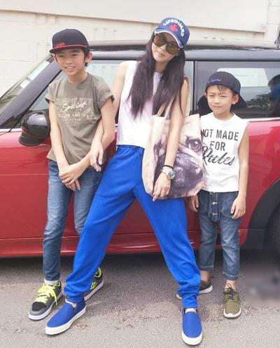 Trương Bá Chi và hai con trai với Tạ Đình Phong.