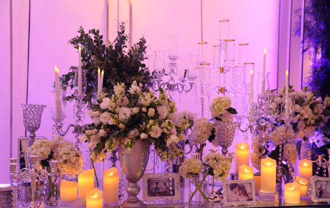 Không gian cưới ngập tràn đèn và hoa của Ưng Hoàng Phúc