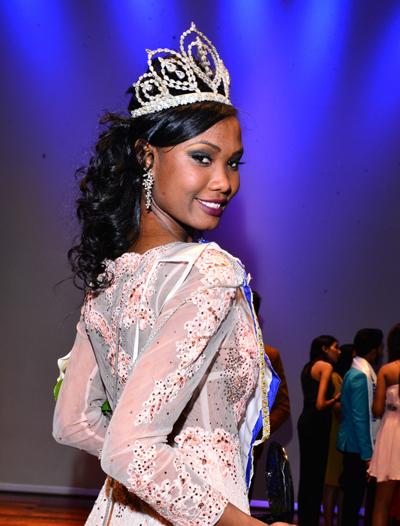 Ngày 2/12, ban tổ chức Miss World công bố danh sách 10 người đẹp thắng phần thi Head to Head Challenge (Thử thách đối đầu). Họ cùng ba thí sinh thắng vòng Tài năng, Top Model và Thể thao được đặc cách vào Top 30. 17 tấm vé còn lại sẽ là cơ hội cho 105 thí sinh khác. Hoa hậu Mauritius - Murielle Ravina - nằm trong Top 30. Cô gái 23 tuổi tới từ vùng Port Louis đã tốt nghiệp ngành khoa học chính trị.