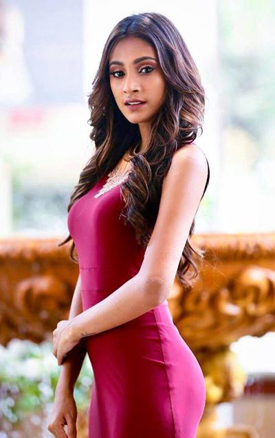 Anukreethy Vas là người mẫu nổi tiếng Ấn Độ. Cô đăng quang Femina Miss India 2018. Người đẹp cao 1,71 m đang là sinh viên của Đại học Loyola ở Chennai, Ấn Độ.