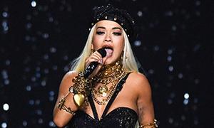 Rita Ora mặc sexy hát bên dàn 'thiên thần nội y' Victoria's Secret