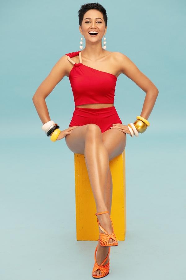 Loạt bikini màu sắc tôn đường cong của H'Hen Niê