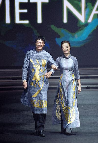 Đồ lụa dát vàng của Vũ Việt Hà trên sàn diễn Thái Lan - 8
