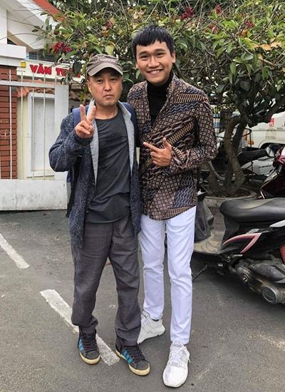 Xuân Nghị bên đạo diễn Park Hee Jun khi quay phim ở Đà Lạt.