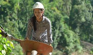 Tiểu Vy đào giếng mang nước sạch cho người dân Quảng Bình