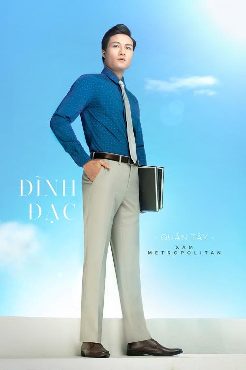 Với quần màu xám Metropolitan, quý ông có thể mặc sơ mi xanh indigo và cà vạt xám cùng với màu quần, thể hiện phong cách hiện đại, gây ấn tượng mạnh khi gặp gỡ đối tác hay xuất hiện ở những sự kiên quan trọng.