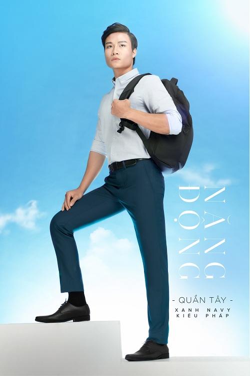 Việt Tiến gợi ý chọn màu  xám xanh Oxford  hay sắc xanh navy kiểu Pháp để tôn vẻ trẻ trung và nam tính của người mặc.