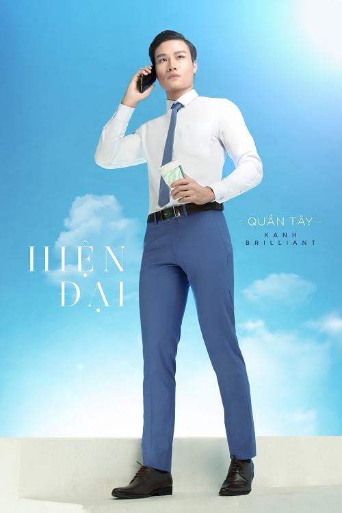 Việt Tiến gợi ý sắc xanh Xanh Brilliant trẻ trung giúp tôn lên sự nam tính và thanh lịch cho trang phục của phái mạnh.