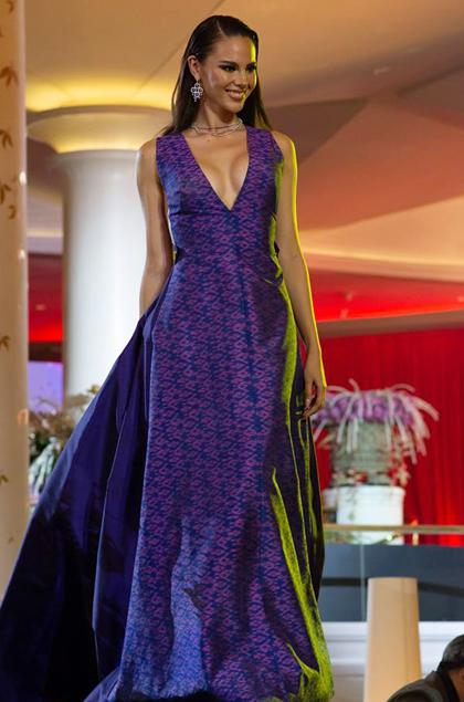 Hoa hậu Catriona Gray đến từ Philippines. Cô là một trong những ứng viên hàng đầu cho danh hiệu Hoa hậu Hoàn vũ năm nay.