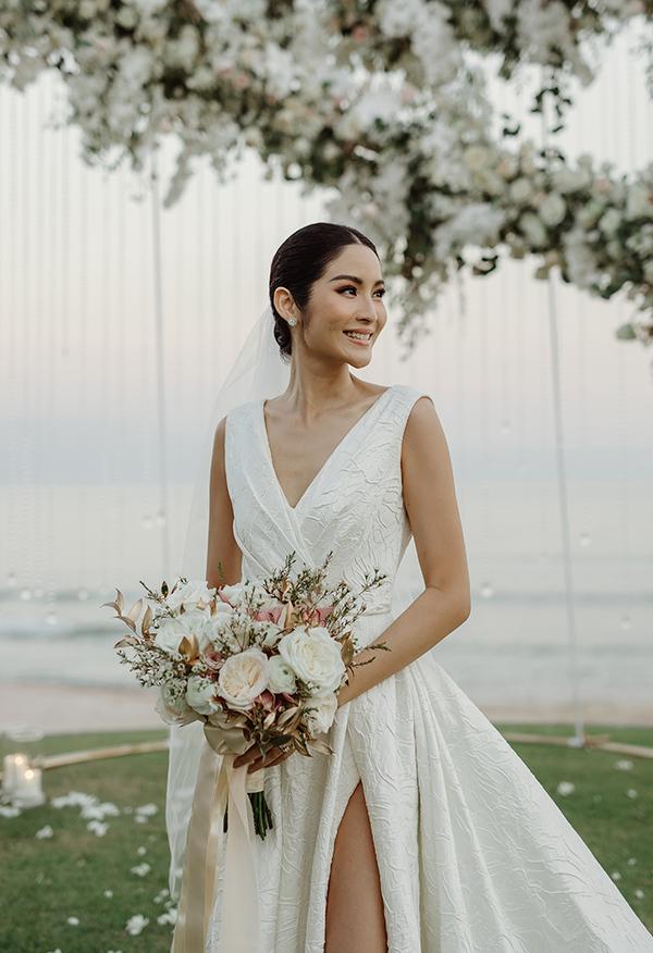 Hoa hậu Hoàn vũ Thái Lan 2007 mặc váy cưới của Đỗ Mạnh Cường